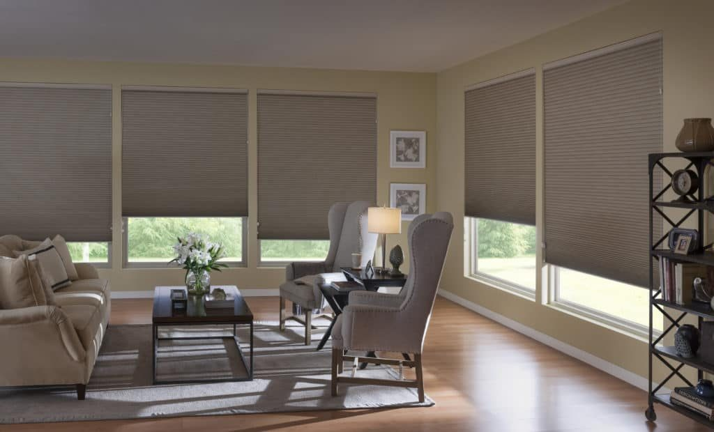 using blind shades to keep a room cool that faces the sun preppingplanet.com